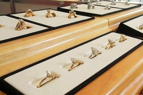 ring display-quik-pawn-shop-alabama